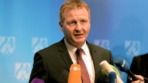 nrw-innenminister-ralf-jaeger-erste-politiker-fordern-seinen-ruecktritt-